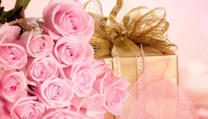 Красивый букет и подарок для девушки