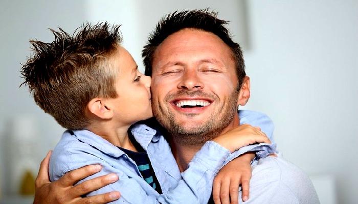 Дети поздравляют папу