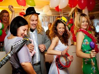 Участие гостей в сценарии мужского дня рождения