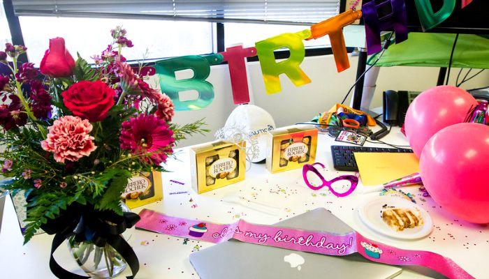 Оформление дня рождения начальницы в офисе