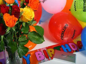 Цветы и шары для поздравления с днем рождения