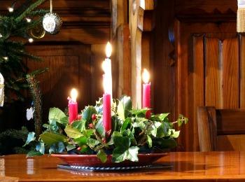 Украшение стола свечами