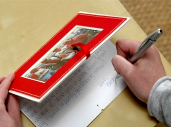 Подписываем поздравления с Новым годом на открытке