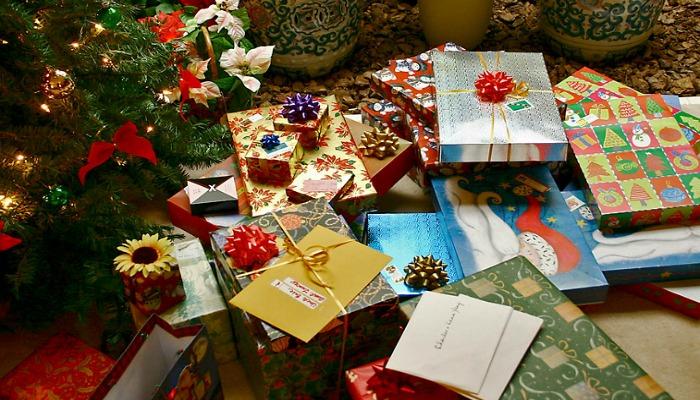 Подарки под ёлкой