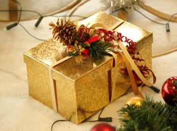 Презент в праздничной упаковке