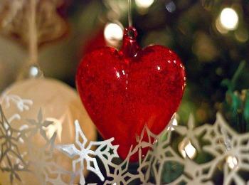 Ёлочная игрушка в виде сердца