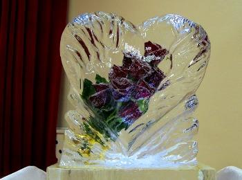Розы во льду для любимой девушки