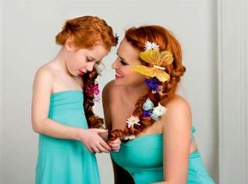 Мама с дочкой в женский праздник