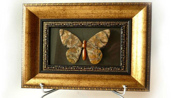 Картина с изображением бабочки