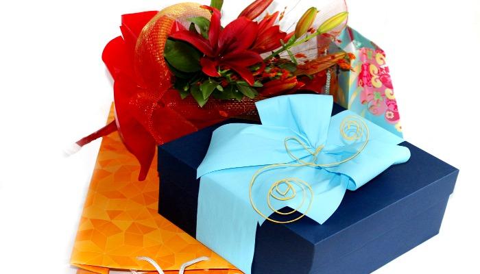 Подарки и цветы на праздник