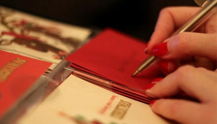 Пишем поздравления на новогодних открытках