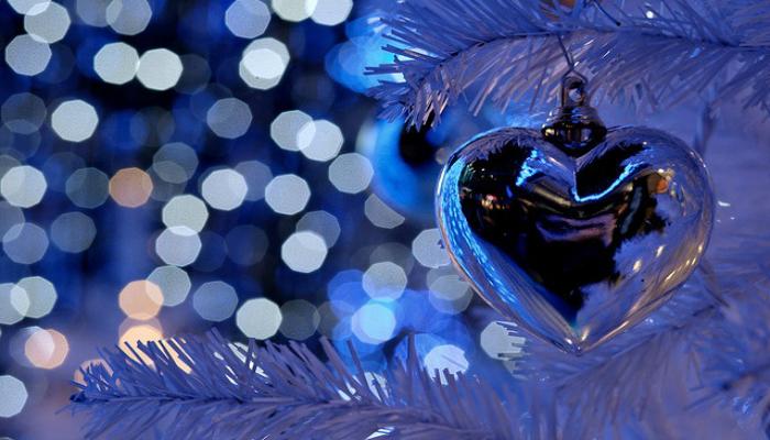 Зимнее праздничное оформление в голубых тонах