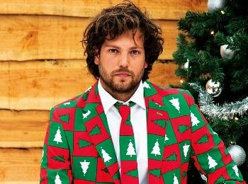Парень в новогоднем пиджаке