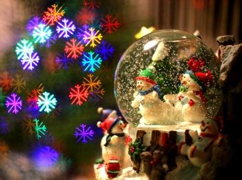 Новогодний шар со снеговиками