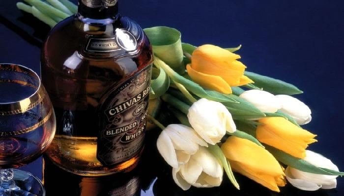 Букет и виски в подарок