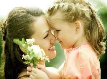 Дочка с мамочкой