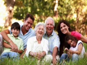 Семья в праздничном настроении